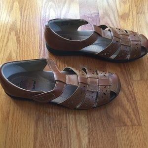 Earth Spirit Faux Leather Sandals Size 8